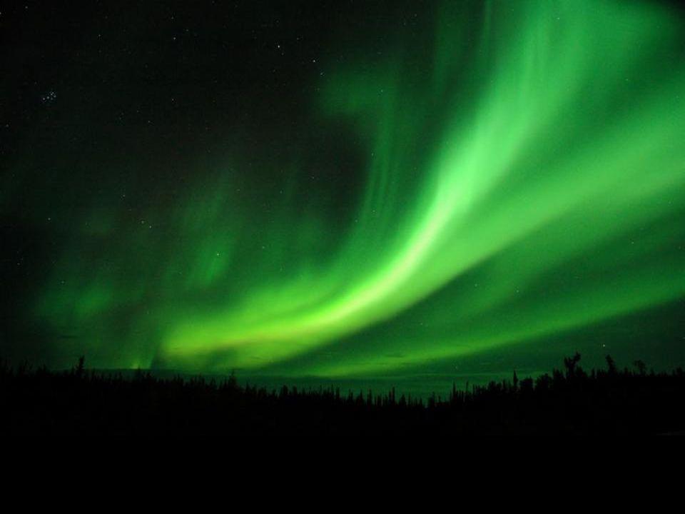 Ce sont des phénomènes lumineux, extrêmement colorés, dans le ciel nocturne
