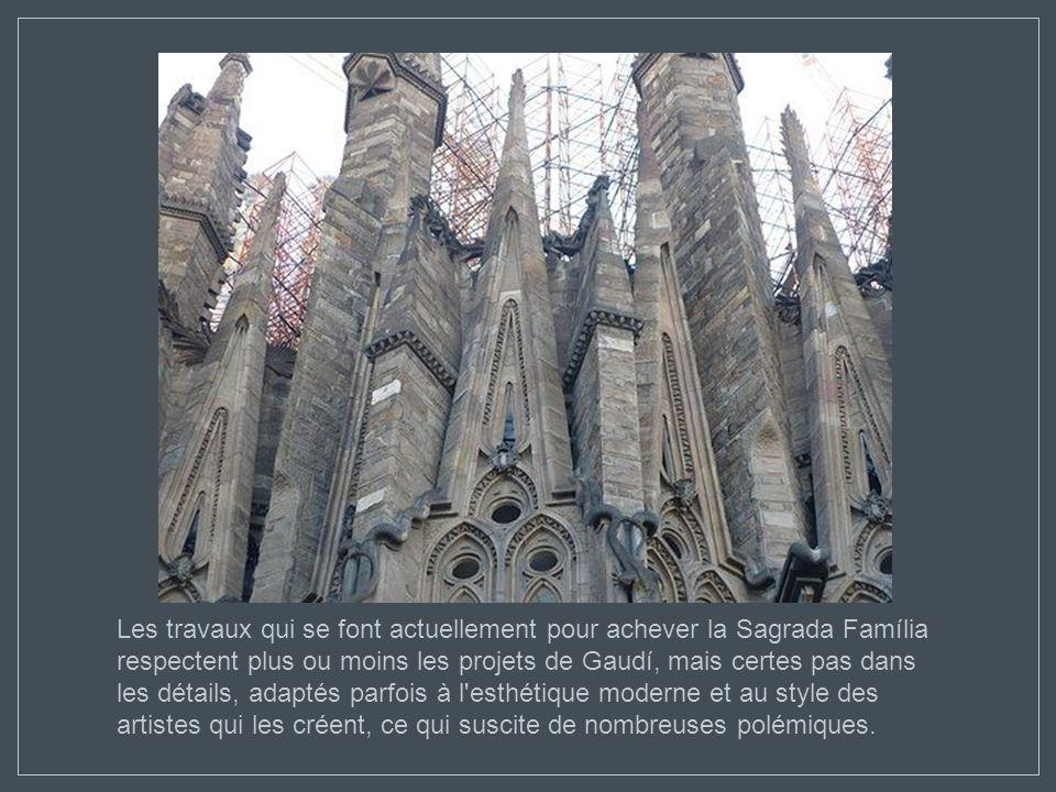 Durant les dernières années de sa vie, Gaudí ne travailla et ne vécut pratiquement que pour le Temple de la Sagrada Família et, quand il mourut, il la
