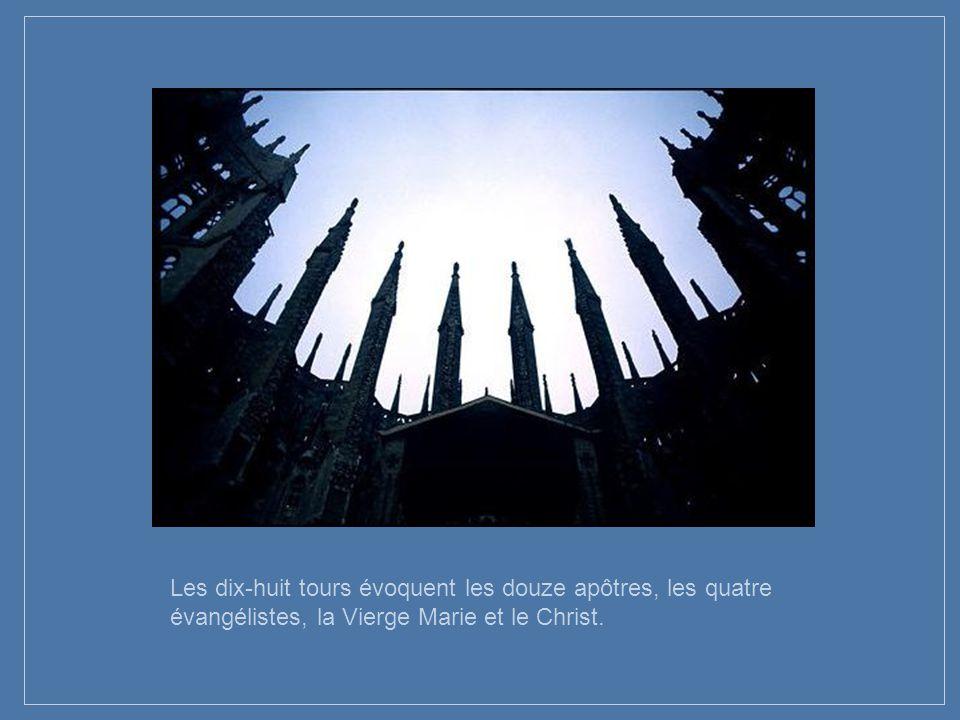 La Cathédrale est la synthèse de tout son savoir architectural, avec un ensemble de symboles sur les mystères de la foi - extraordinaires façades repr
