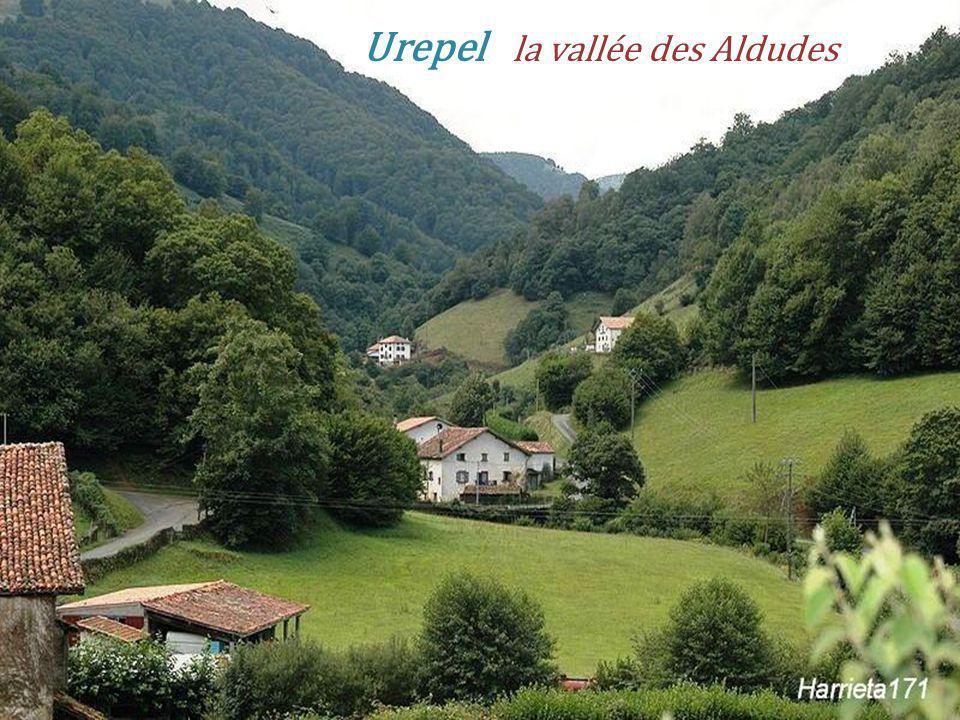 LÉglise Les Aldudes - Esnazu le village