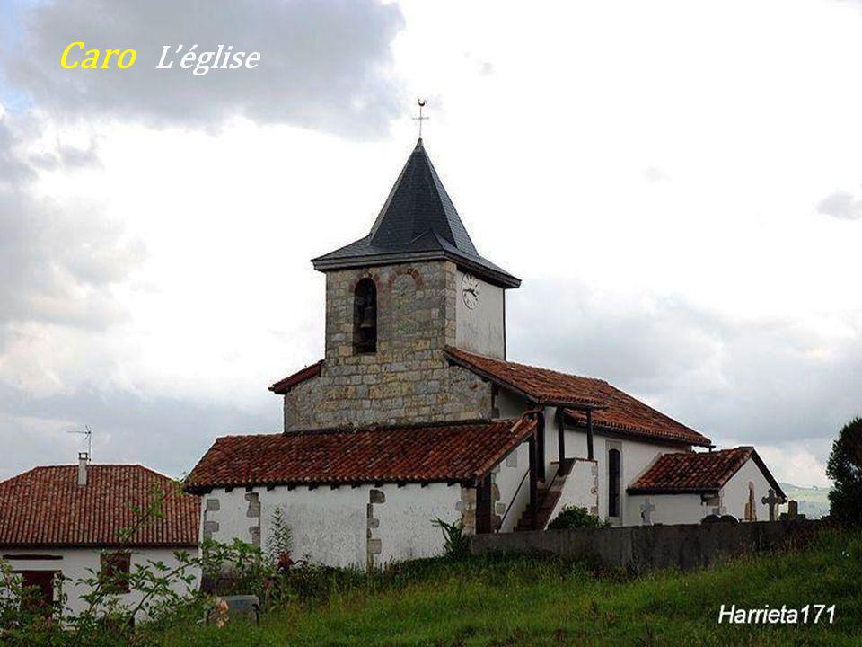 Église Notre-Dame du XIXe siècle - Le pont sur La Nive de Béhérobie - Esterençuby Intérieur de léglise