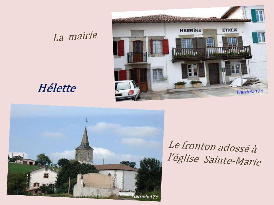 La mairie Le fronton adossé à léglise Sainte-Marie Hélette