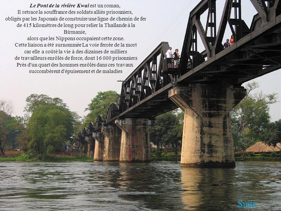 Le Pont de la rivière Kwai est un roman, Il retrace la souffrance des soldats alliés prisonniers, obligés par les Japonais de construire une ligne de chemin de fer de 415 kilomètres de long pour relier la Thaïlande à la Birmanie, alors que les Nippons occupaient cette zone.