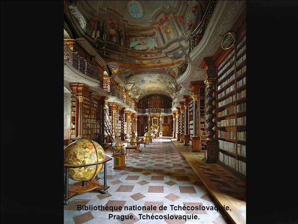 Bibliothèque de lAbbaye de Saint-Gallen, Suisse.