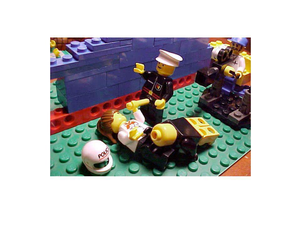 Partie de lego à plusieurs… Chacun se prête gentiment ses brick…