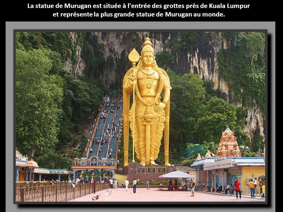 Ces sculptures des empereurs Yan et Huang sont d'une hauteur de 106 mètres. Elles représentent deux des premiers empereurs chinois, les fondateurs lég