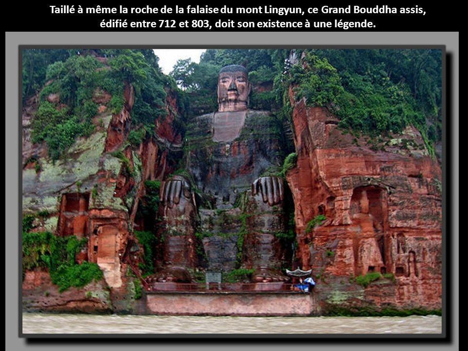 Dominant la ville de Rio de Janeiro du haut du mont du Corcovado au Brésil, cette statue monumentale du Christ est l'œuvre du sculpteur figuratif fran