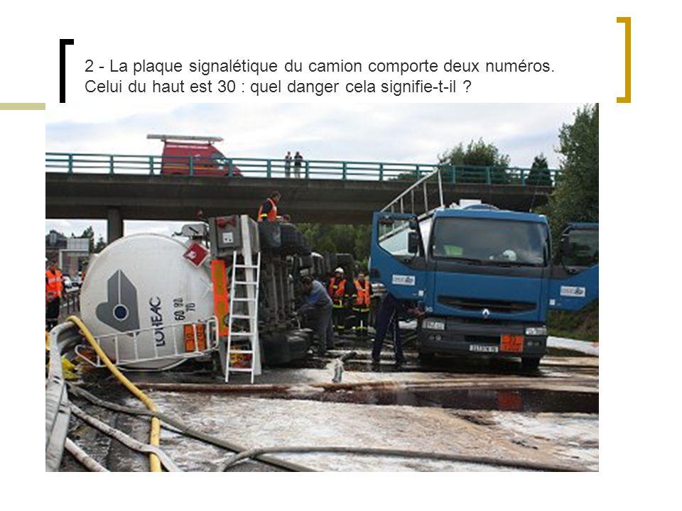 2 - La plaque signalétique du camion comporte deux numéros.