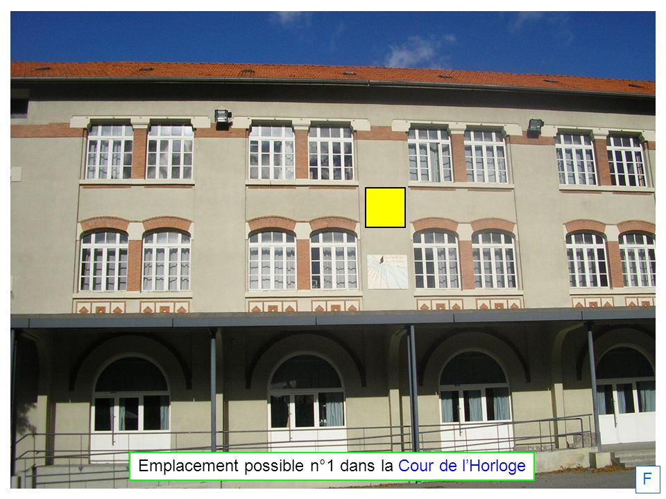 F Emplacement possible n°1 dans la Cour de lHorloge