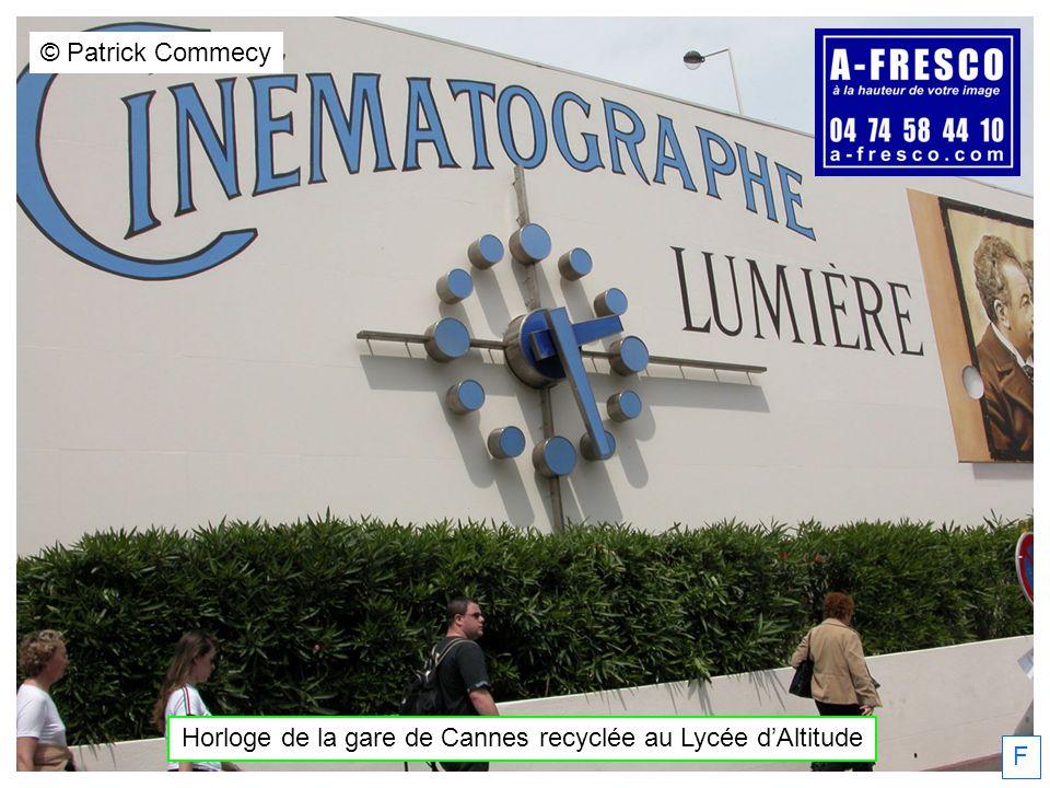 Horloge de la gare de Cannes recyclée au Lycée dAltitude © Patrick Commecy F