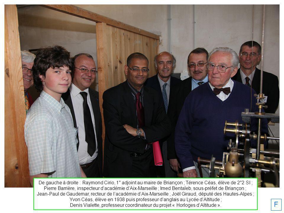 De gauche à droite : Raymond Cirio, 1° adjoint au maire de Briançon ; Térence Céas, élève de 2°2 SI ; Pierre Barrière, inspecteur dacadémie dAix-Marse