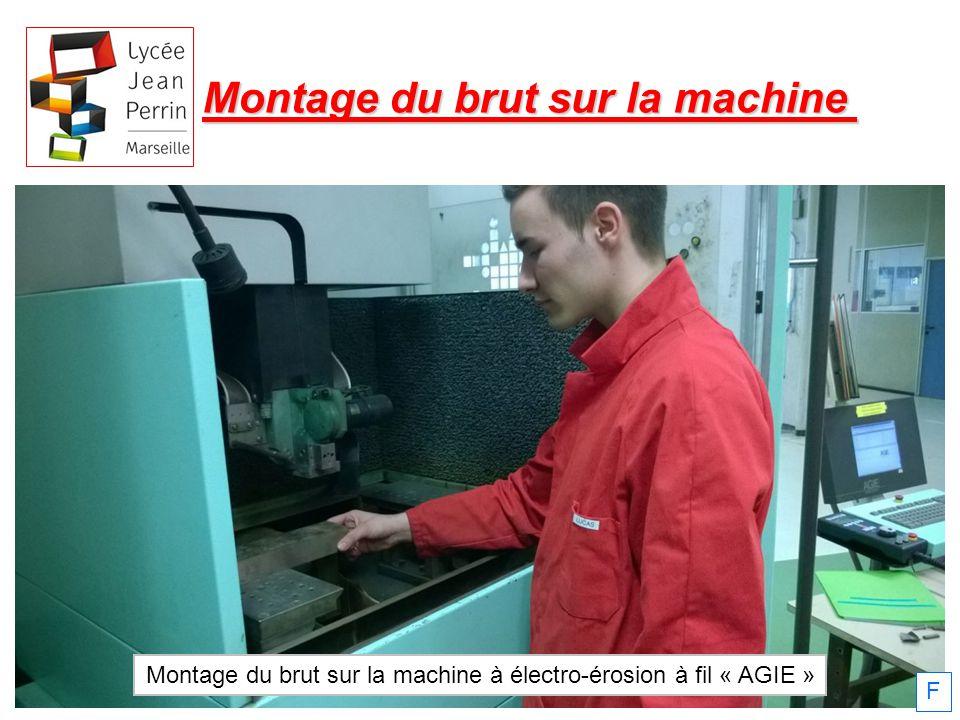 Montage du brut sur la machine Montage du brut sur la machine à électro-érosion à fil « AGIE » F