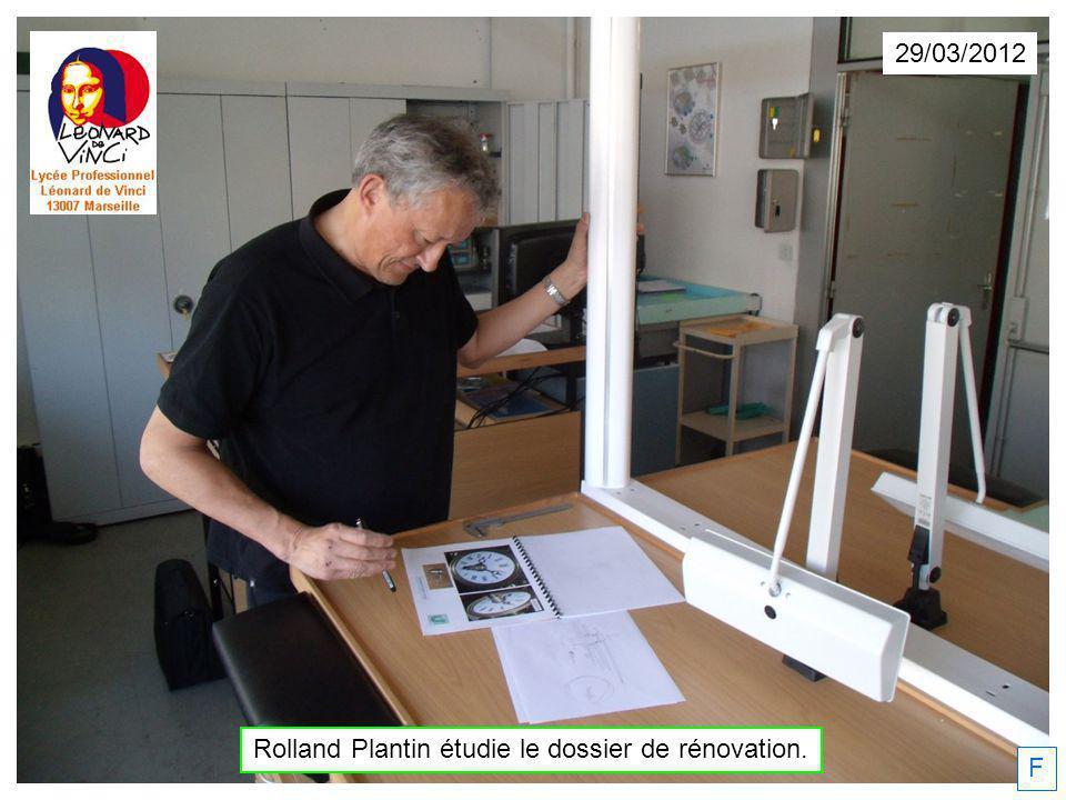 Roland Plantin esquisse la position de laiguille des minutes. F 29/03/2012