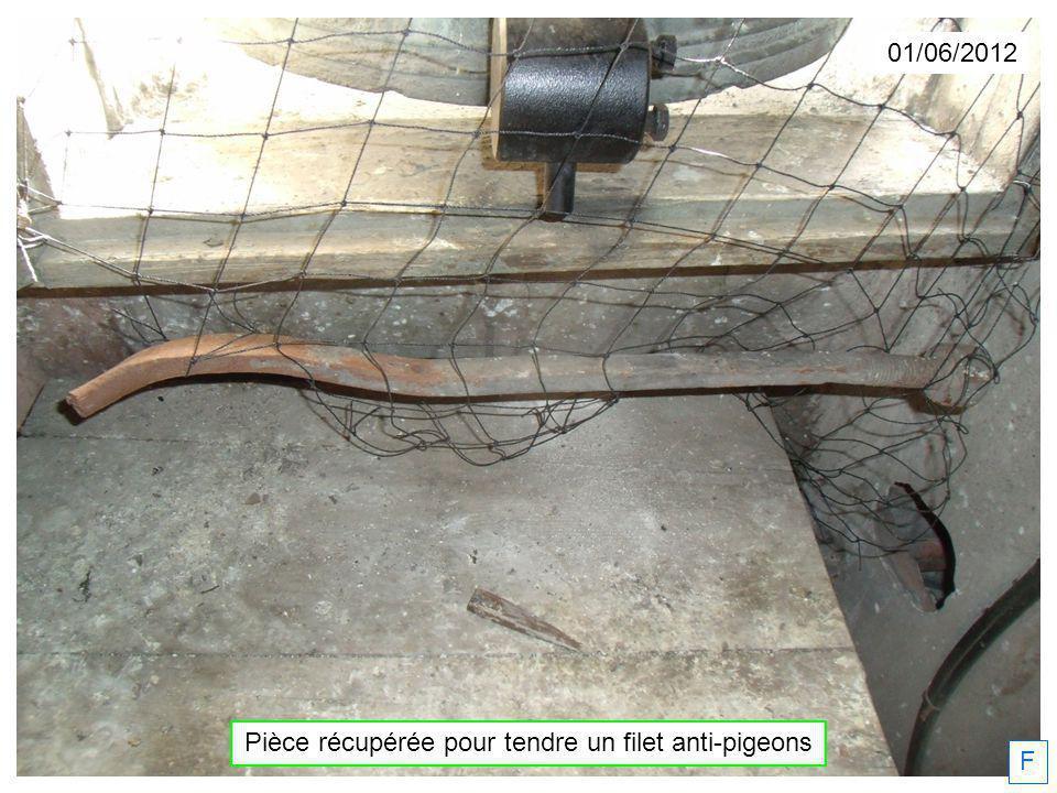 01/06/2012 F Pièce récupérée pour tendre un filet anti-pigeons