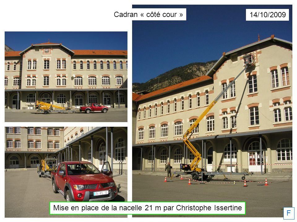 Mise en place de la nacelle 21 m par Christophe Issertine F 14/10/2009 Cadran « côté cour »