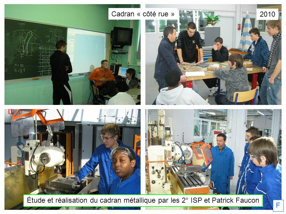 11/08/2010 Christian Faure rénove le cadran grâce à léchafaudage des travaux de toiture.