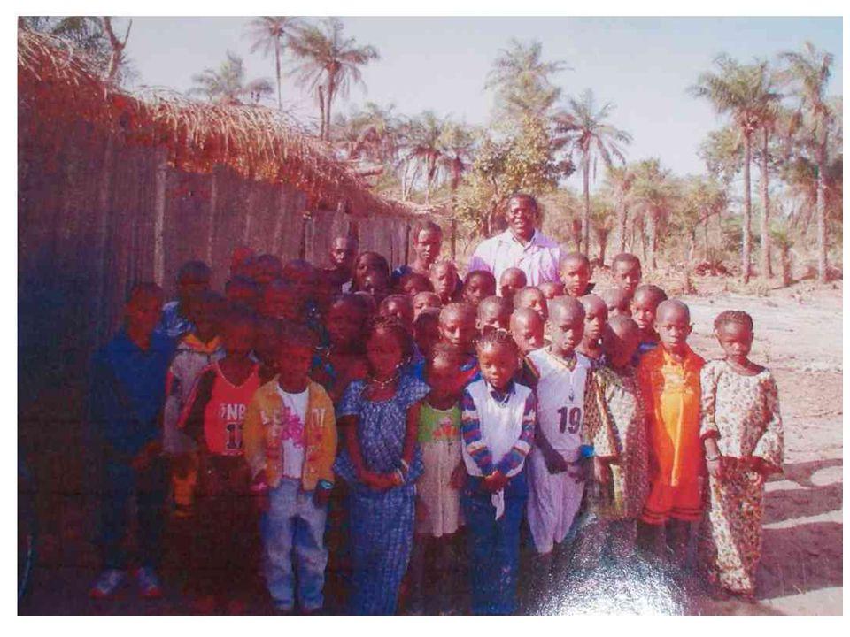 Scolarisation Comme dans beaucoup de pays en voie de développement, l'illettrisme et l'analphabétisme sont importants au Sénégal et sont un frein à la