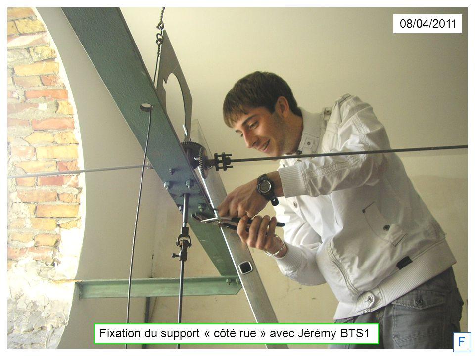 08/04/2011 F Fixation du support « côté rue » avec Jérémy BTS1