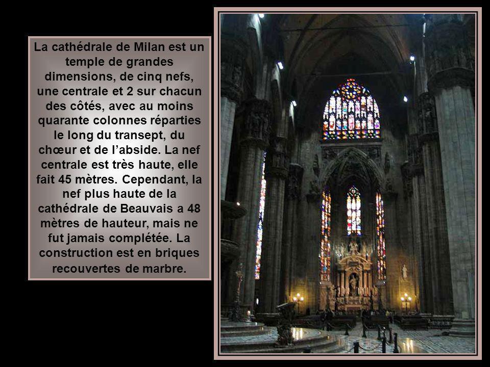 Le plan de la ville de Milan (du latin Mediolanum) montre que les rues sont disposées en rayons partant du Dôme ou lencerclant. Il montre aussi que le