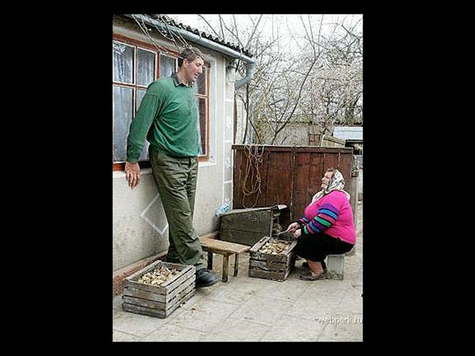 Leonid Stadnyk est né en 1971 en Ukraine Leonid Stadnyk Taille : 2,57 mètres