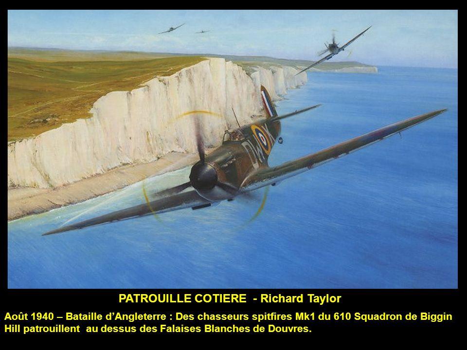 PATROUILLE COTIERE - Richard Taylor Août 1940 – Bataille dAngleterre : Des chasseurs spitfires Mk1 du 610 Squadron de Biggin Hill patrouillent au dessus des Falaises Blanches de Douvres.