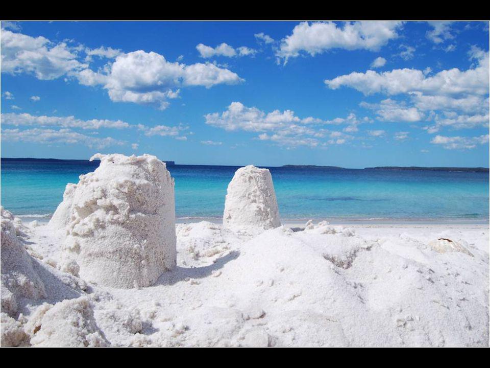 Inscrite dans le Guiness Book comme la plage de sable la plus blanche du monde. Située dans le New South Gale, à deux heures de Sydney, elle est nommé