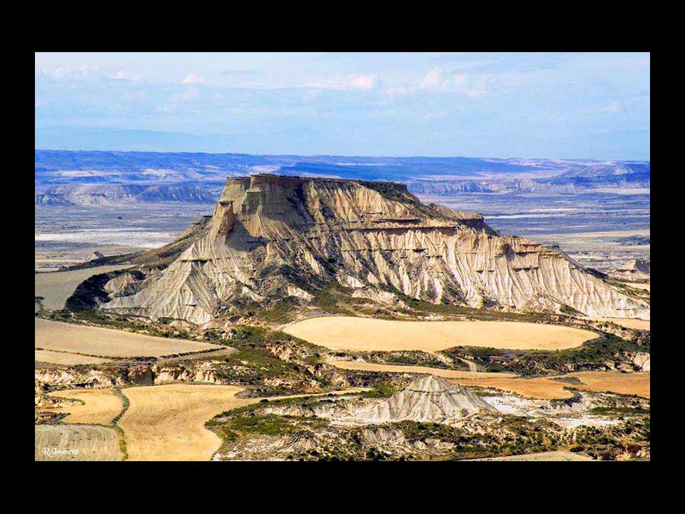 Barranco Grande, domaine des vautours avec les falaises de Ralla.