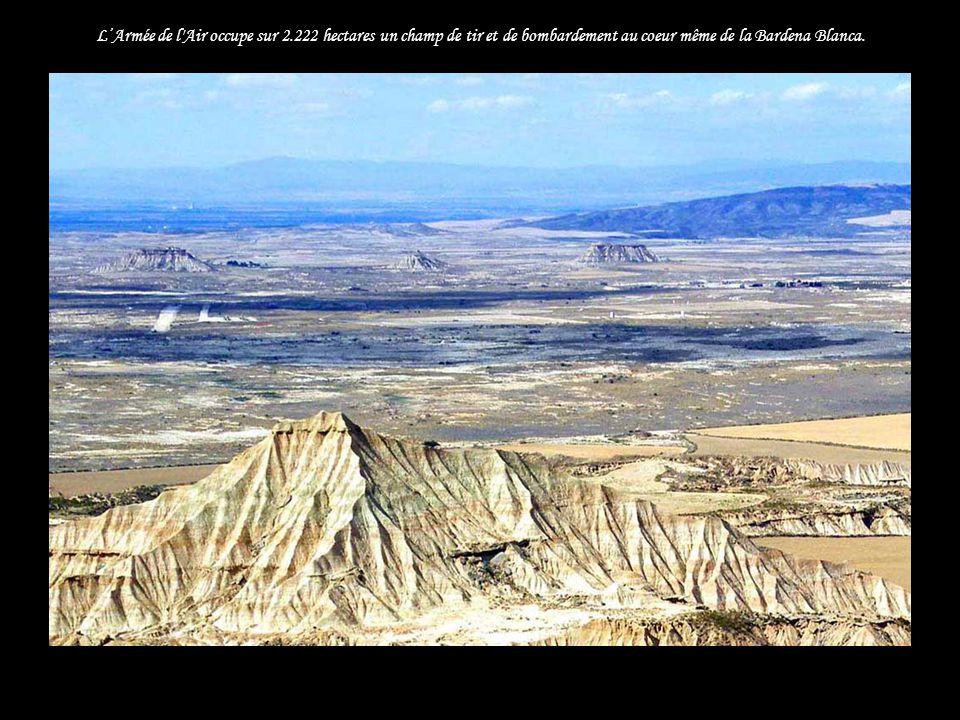 LArmée de l Air occupe sur 2.222 hectares un champ de tir et de bombardement au coeur même de la Bardena Blanca...
