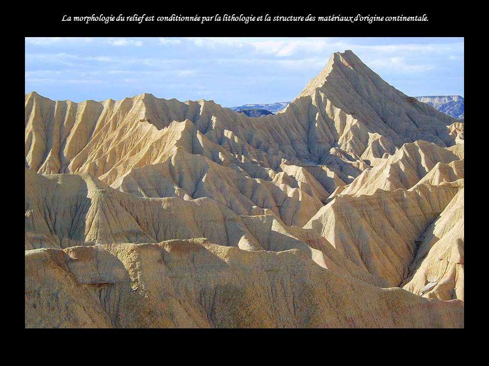 La morphologie du relief est conditionnée par la lithologie et la structure des matériaux d origine continentale...