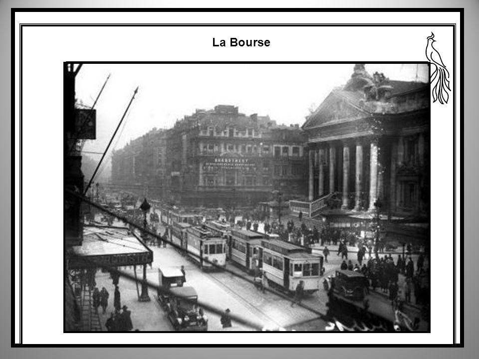Porte Louise on voit à droite léglise des Carmes 1928