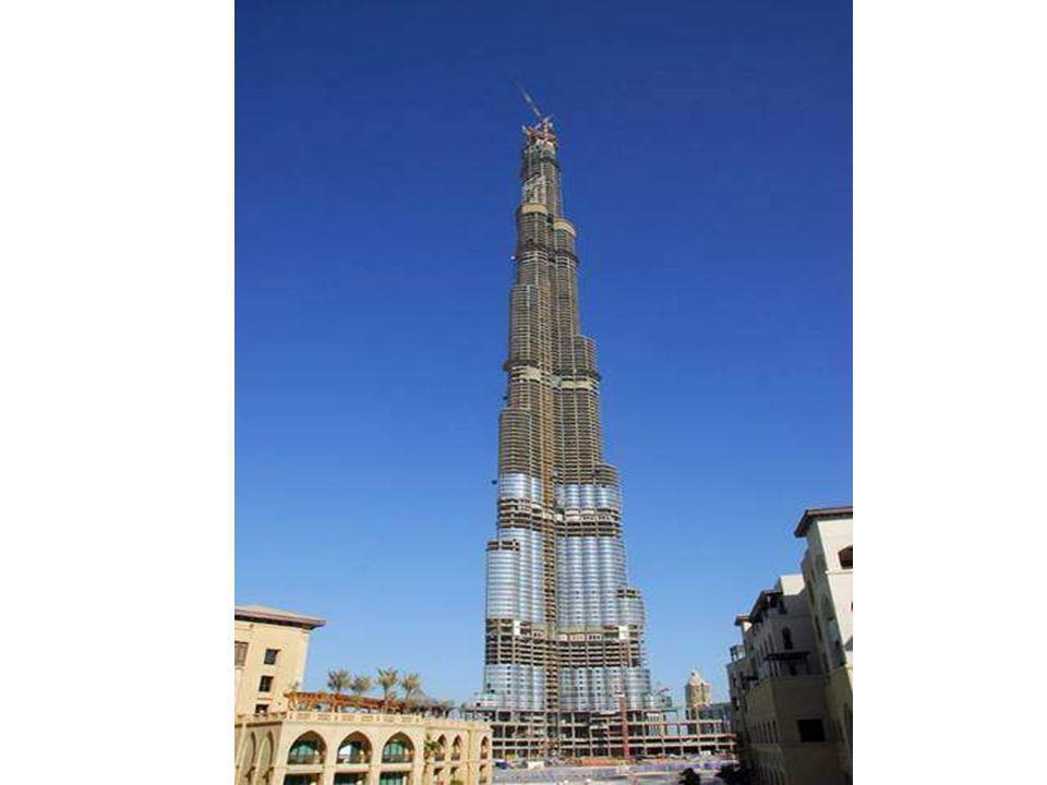 Lédifice le plus haut Burj Dubai, Emiras Árabes. 900 metres de haut. Se terminera en 2008.