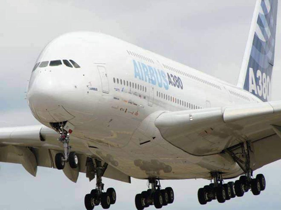Le plus grand avion de transport de passagers Airbus A380. 555 Passagers.