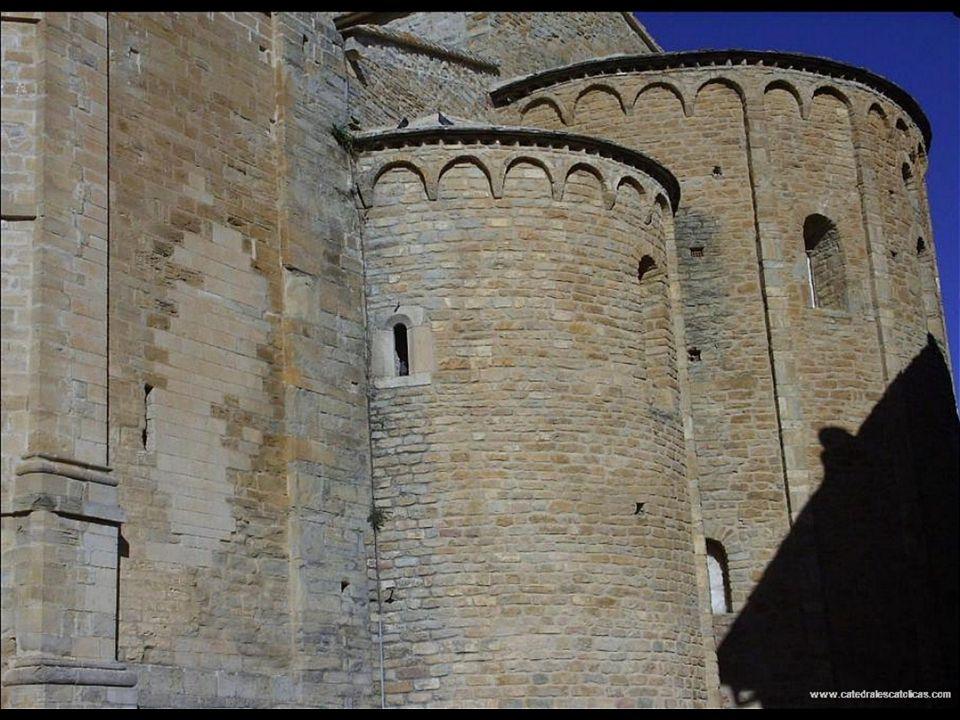 Cathedrale de Roda de Isabena Style de construction XI -XIIe siècle roman architecture Le nom de Roda semble venir du nom de Arobda, avec l'importance