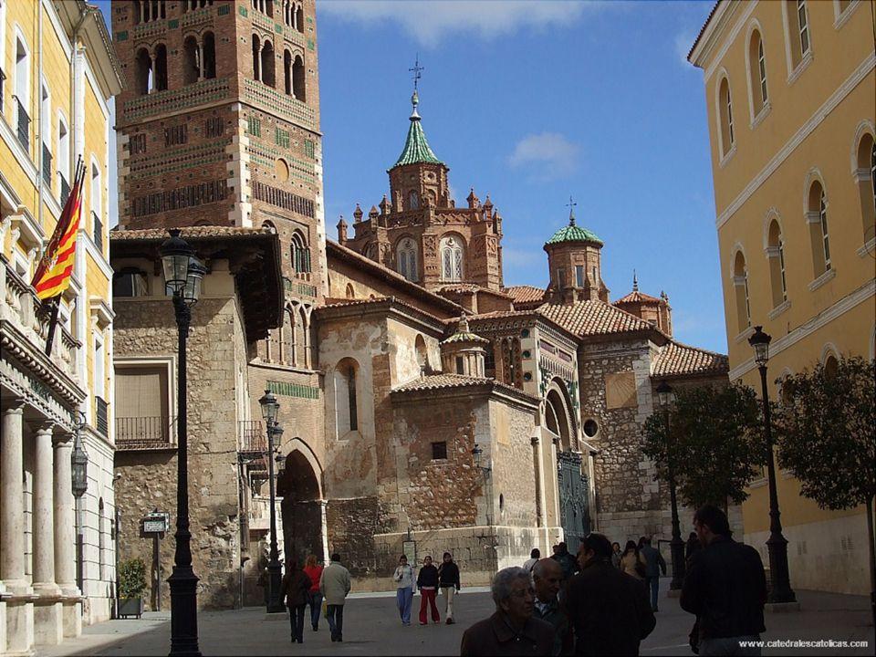 Cathedrale de Teruel Style architectural Mudéjar de construction 1171-1587 La cathédrale de Teruel a son origine dans l'église de Sainte Marie de Medi