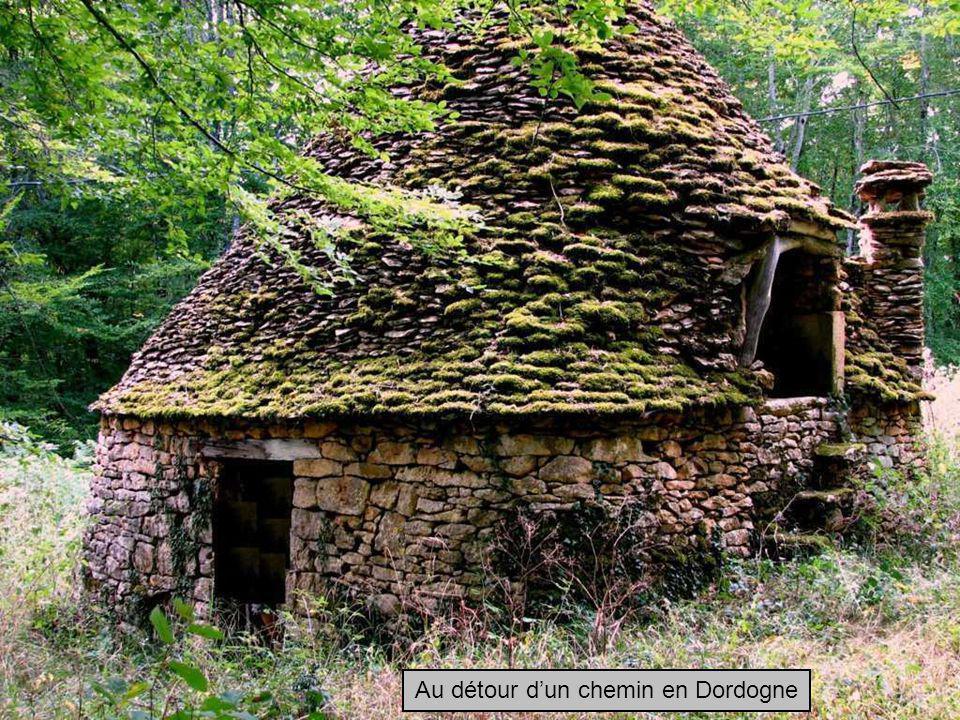 Au détour dun chemin en Dordogne