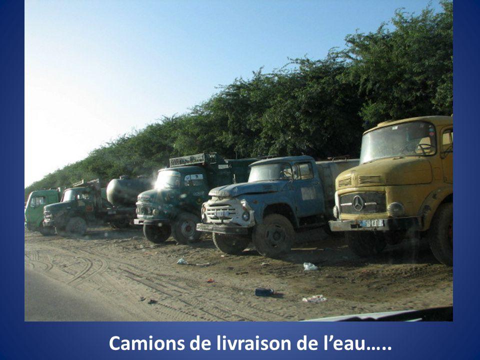 Camions de livraison de leau…..