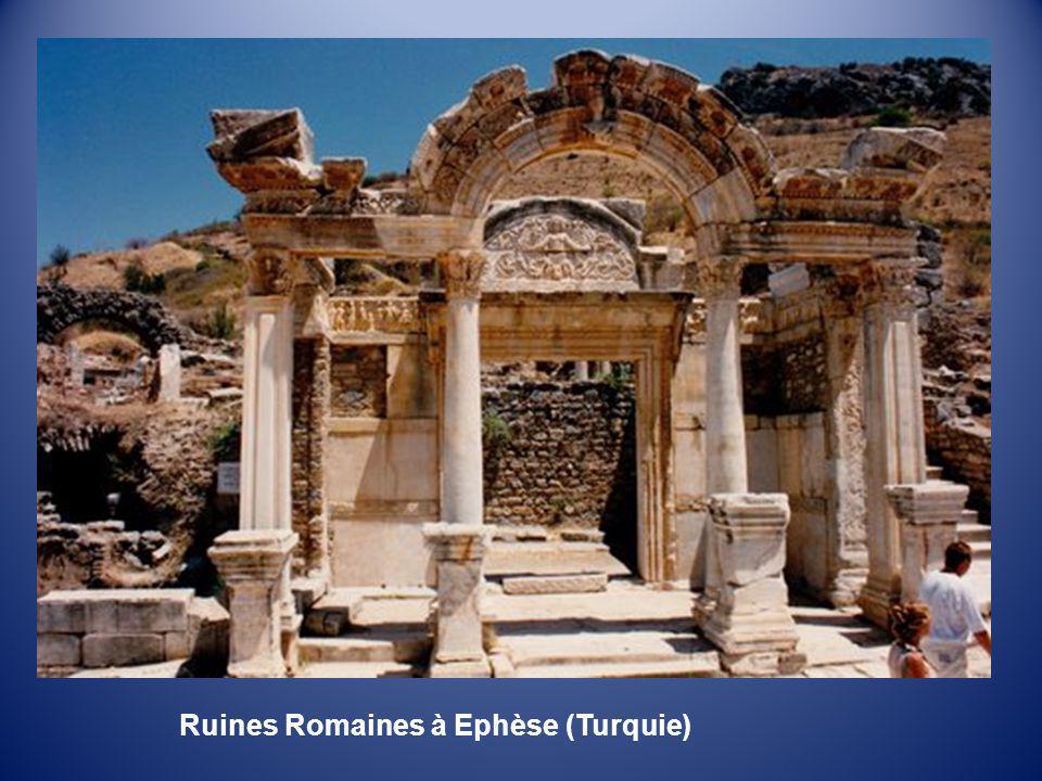 Toilettes Romaines sur le site dEphèse (Turquie)