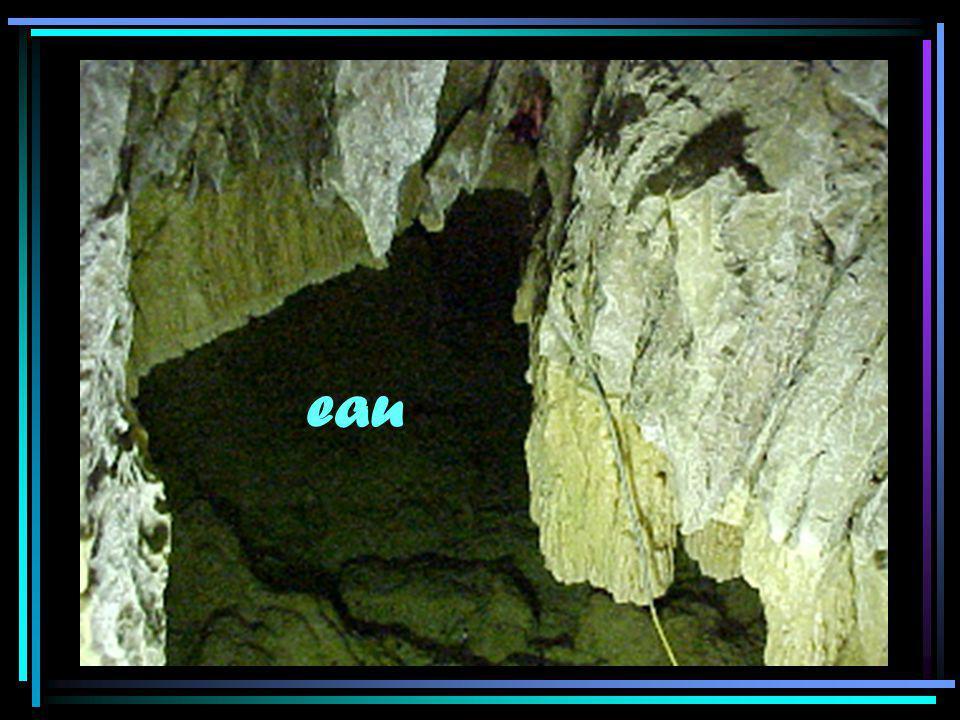 Coulée stalagmitique… De la crème au caramel !