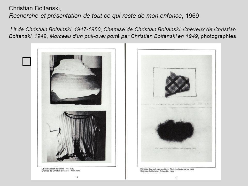 Christian Boltanski, Recherche et présentation de tout ce qui reste de mon enfance, 1969 Lit de Christian Boltanski, 1947-1950, Chemise de Christian B