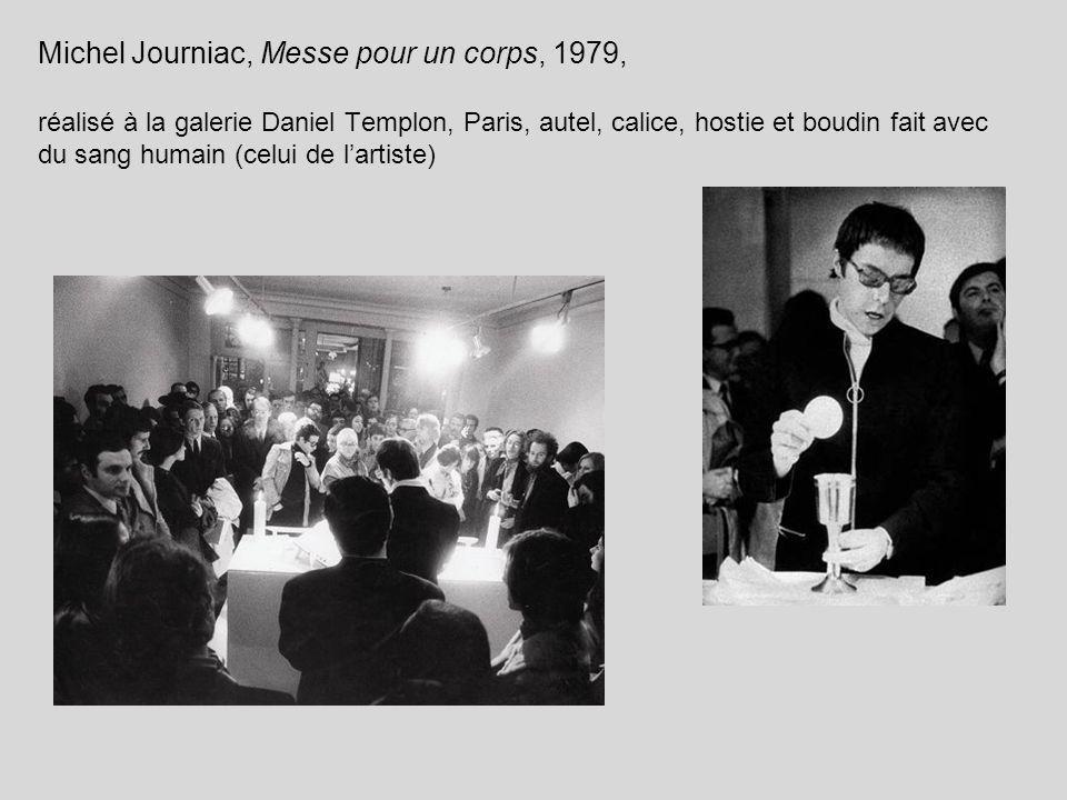 Michel Journiac, Messe pour un corps, 1979, réalisé à la galerie Daniel Templon, Paris, autel, calice, hostie et boudin fait avec du sang humain (celu