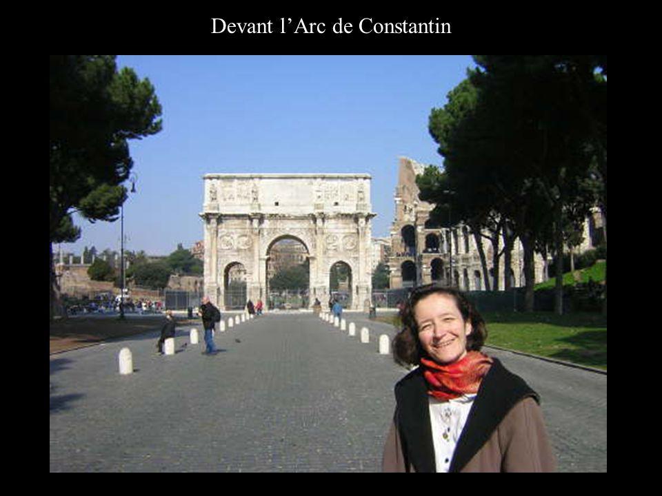 Devant lArc de Constantin