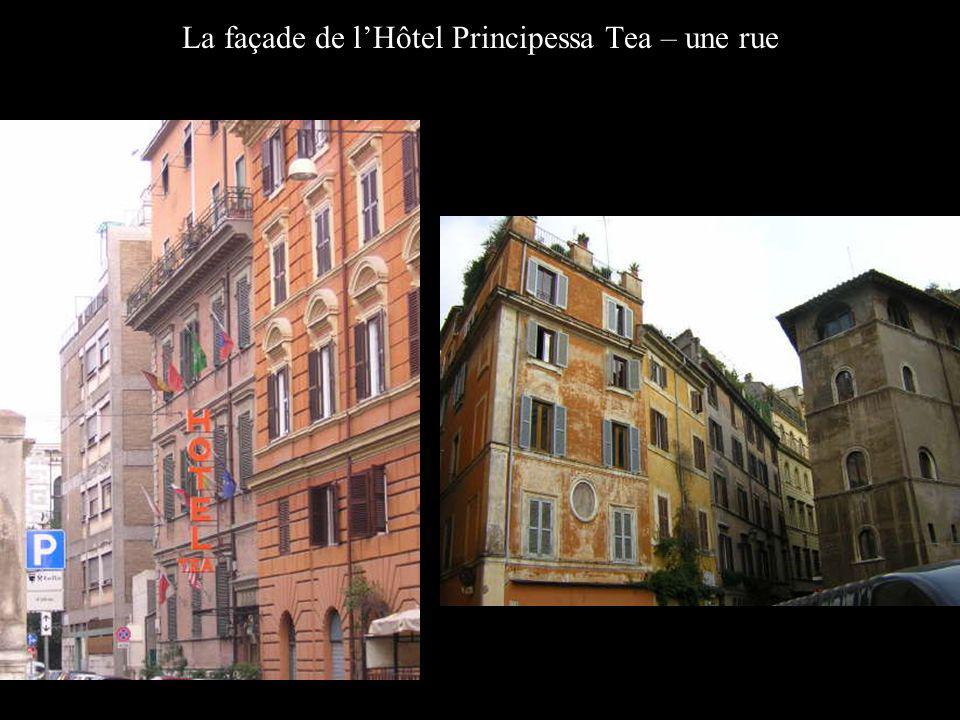 La façade de lHôtel Principessa Tea – une rue