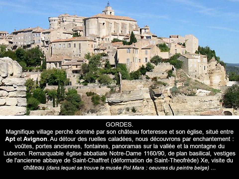 LOURMARIN A l origine, petite agglomération formée autour de deux monastères bénédictins.
