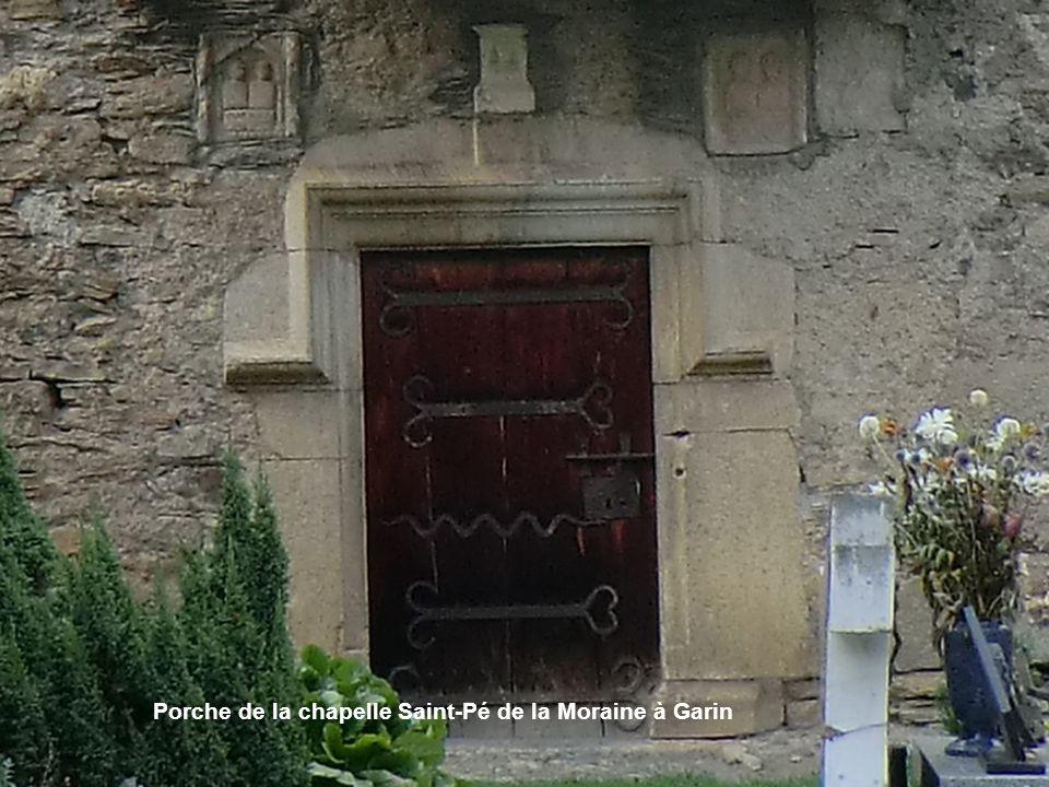Porche de la chapelle Saint-Pé de la Moraine à Garin