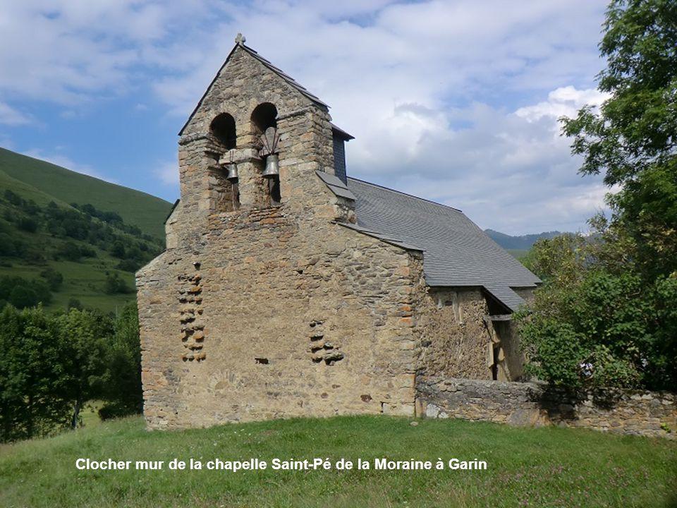 Clocher mur de la chapelle Saint-Pé de la Moraine à Garin