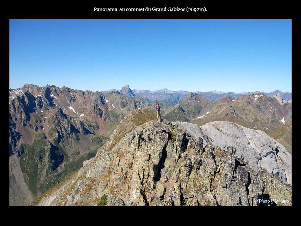 . Panorama au sommet du Palas 2974m (plus haut sommet de la vallée dOssau).....