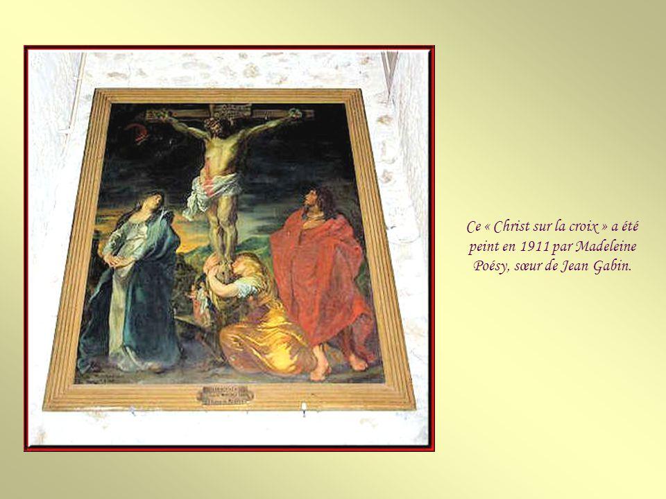 Cet ambon en bois date du XVe siècle et provient de labbaye de Notre-Dame du Val.