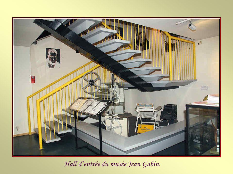 Le musée Jean Gabin est situé sur la place qui porte son nom. Il a été créé par la municipalité, en 1993, suite à un don de la famille Moncorgé-Gabin.
