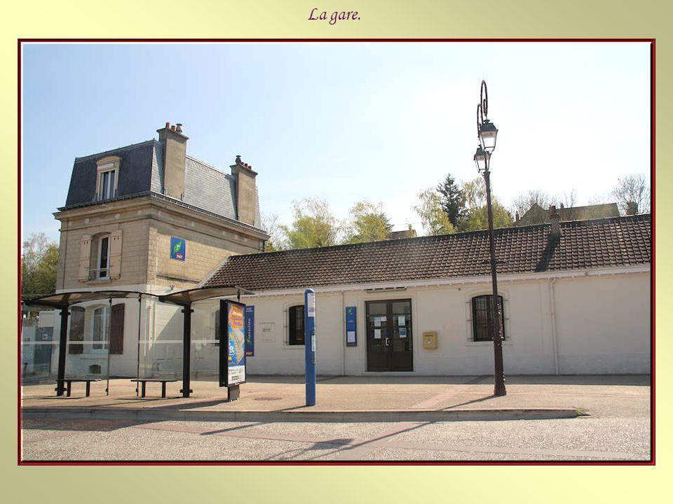 Mériel est une commune de France du département du Val d'Oise, située dans la vallée de l'Oise et à l'orée de la forêt de L'Isle-Adam, à environ 32 km
