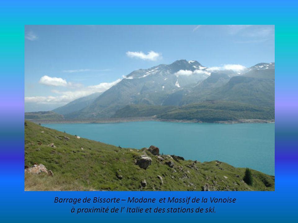 Réserve Nationale de Ristolas avec le Mont Viso à 3840m prés de l Italie